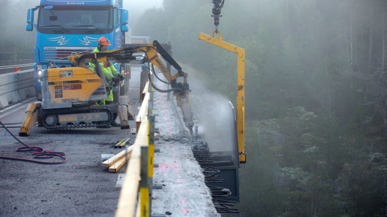 Bilning av kantbalk på Skasåsbron